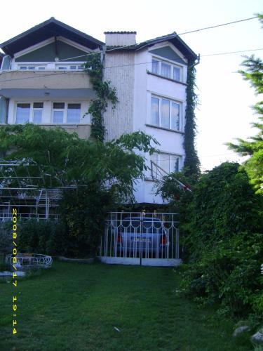 Къща за гости Хрисулина - Обзор