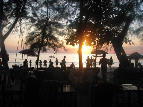 Banana Beach Bungalow & Restaurant