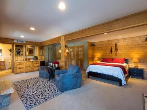 All Seasons River Inn Suite A