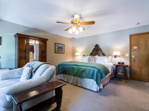 All Seasons River Inn Suite B