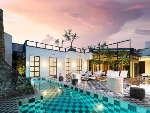 L´Ôtel at Dôce18 Concept House