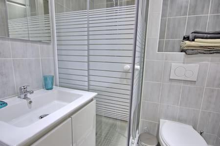 Salle de bains dans l'établissement Studio refait a neuf