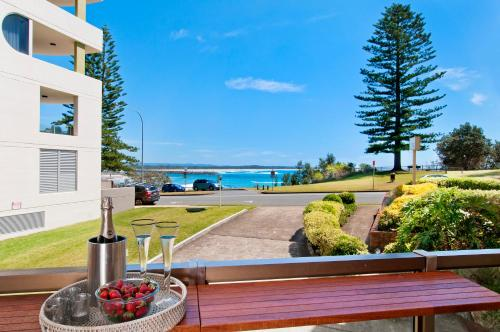 Beauty at the Beach - modern beachfront apartment