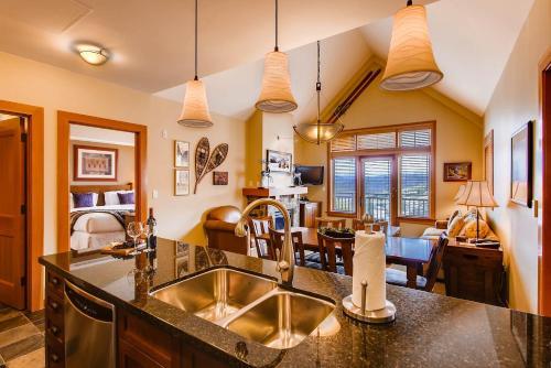 Capitol Peak Lodge Condominiums