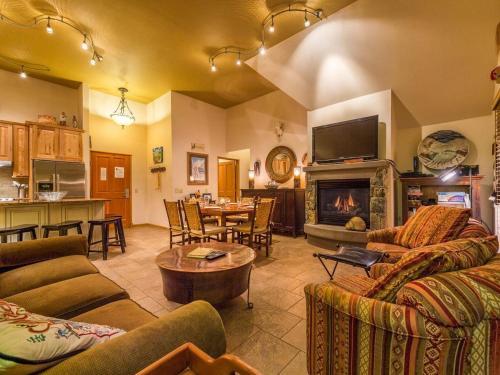 Jackpine Lodge 8024