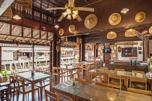 The Breezy Amphawa By Favstay