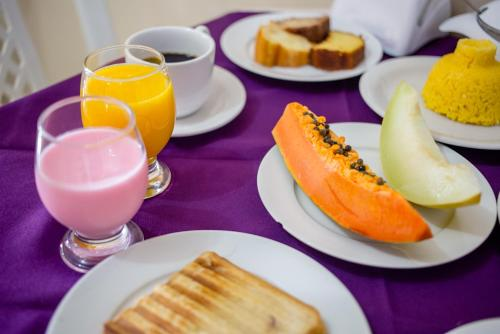 Breakfast options available to guests at Hotel Pousada Delta Flat