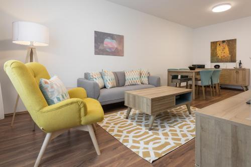 A seating area at Mar Suite Apartments - Simmering