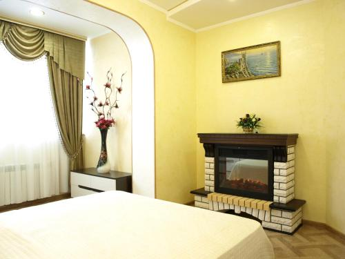 A bed or beds in a room at Comfort Apartments on Lermontova 19A, №3