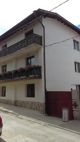 Къща за гости Djolevi Guesthouse - Добринище