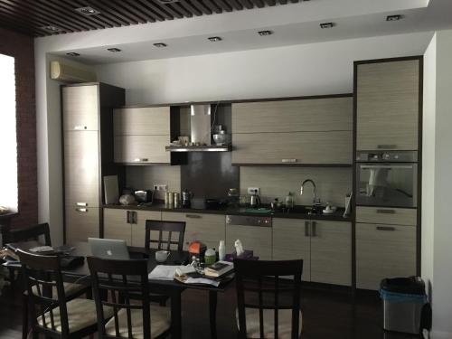 A restaurant or other place to eat at Comfortable and well-appointed modern apartment