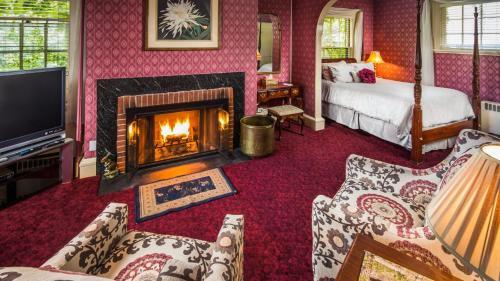 Stonehurst Manor Including Breakfast and Dinner