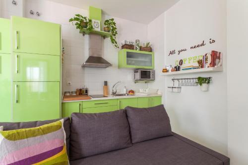 A kitchen or kitchenette at Apartamento Baobab Triana
