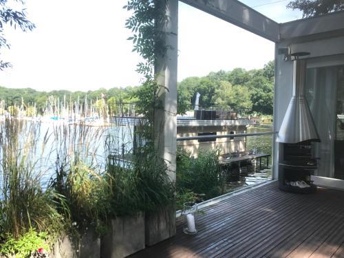 Haus direkt am See