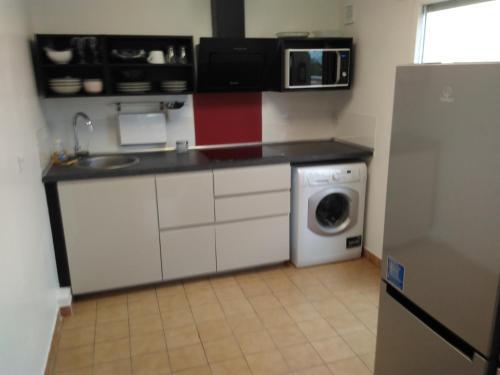 Cuisine ou kitchenette dans l'établissement Appartement 2 pièces avec grande terrasse