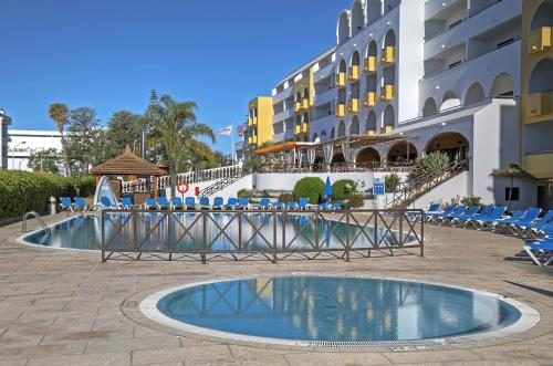 The swimming pool at or near Aparthotel Paladim & Alagoamar