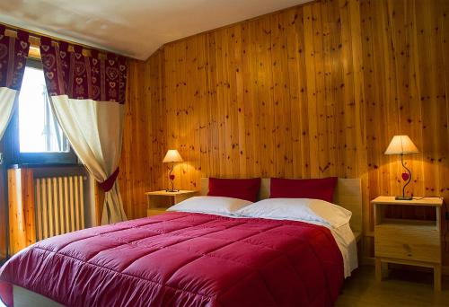 A bed or beds in a room at Case Vacanza Perron