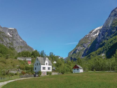 Five-Bedroom Holiday home with a Fireplace in Eidfjord
