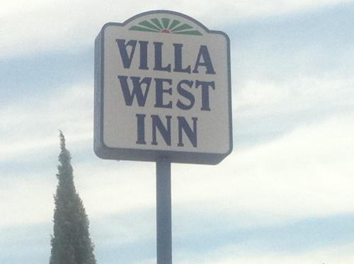 Villa West Inn