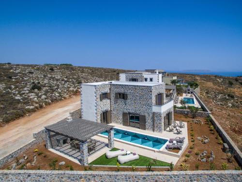 A bird's-eye view of Gregory Villa avec piscine privée près de la mer