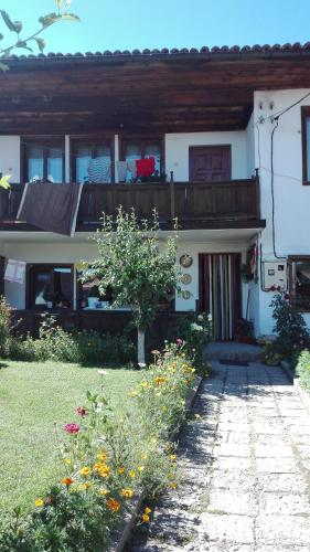 Къща за гости Уютен Дом - Копривщица