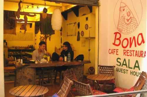 Bona Cafe Restaurant & Sala Guest House