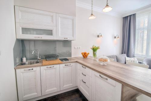 A kitchen or kitchenette at Sweet 16 Studio