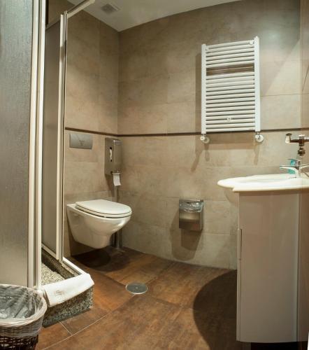A bathroom at Ch Victoria Alojamientos
