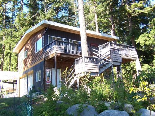 Malaspina Strait Cottage