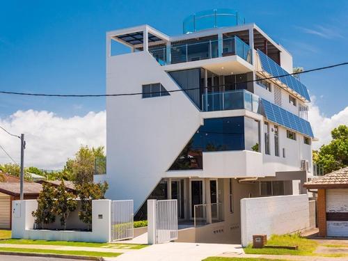 goldcoast 5 level stylish luxury beachside house