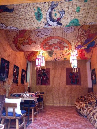 Ein Restaurant oder anderes Speiselokal in der Unterkunft Lin Jian Ting Yu Hostel