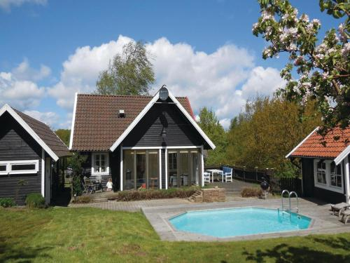 Foto hotell Three-Bedroom Holiday home with a Fireplace in Simrishamn