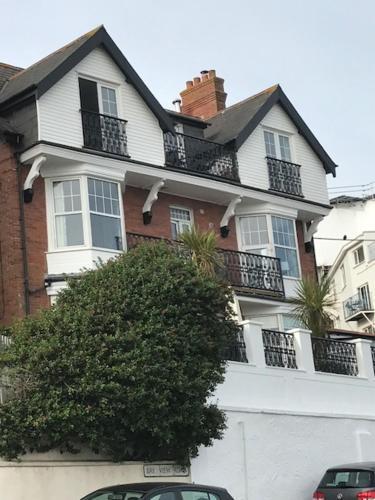 5, Sandleigh Apartment