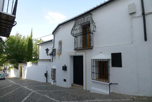 Salvatierra Guest House