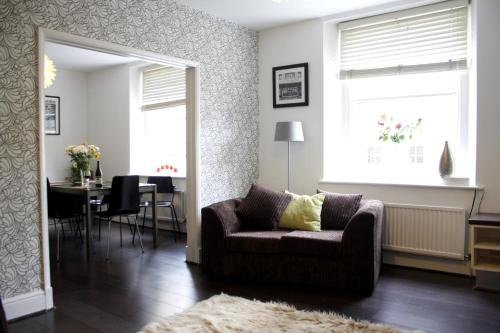 Licatas Apartment Cirencester - Sleeps 6