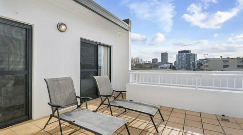 A balcony or terrace at Apartment Pacific Hwy Crows Nest SANT4