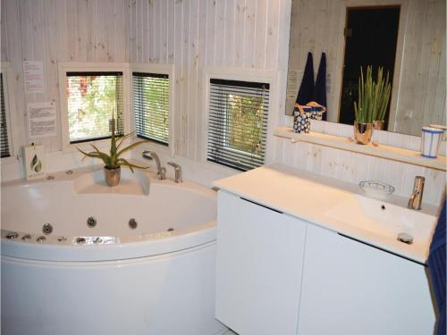 A bathroom at Holiday home Stenkrogen