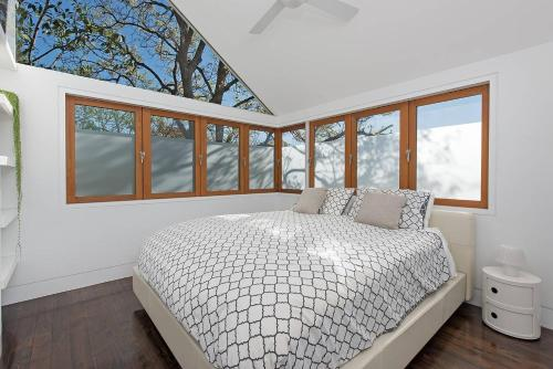 A bed or beds in a room at Stunning Architectural Family House In Rozelle