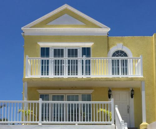 Townhome in Little Bay Country Club