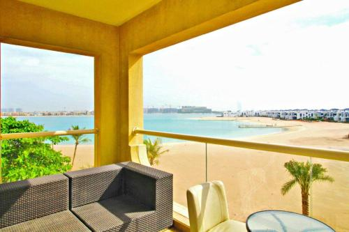 Short Booking - 2 Bedrooms Apartment with Pool & Beach Access, Palm Jumeirah