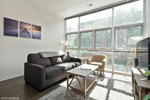 2BR Furnished Suite in Lincoln Park