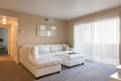 Upgraded 2br/2bath Near Strip and Airport