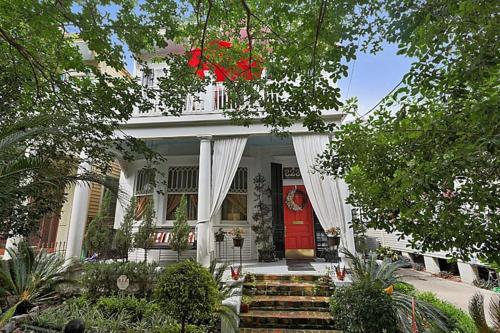 Historic Victorian Plum Gorgeous Remodel Perfect Location All Amenities Included!