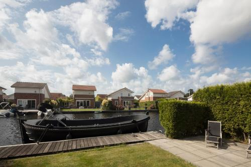 Great house at the lake nearby the city center of Amsterdam