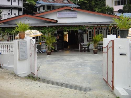 Eight Mentigi Guesthouse