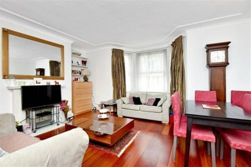 Redcliffe Street Apartment