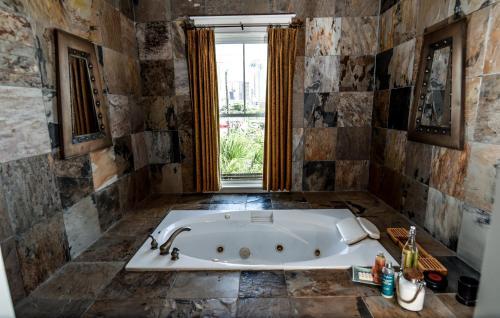 Custom Home By/For RE CEO; 5000 sqft; 2 bars; pool/hottub; 2 custom bars