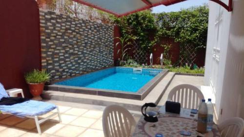 Almadies pool