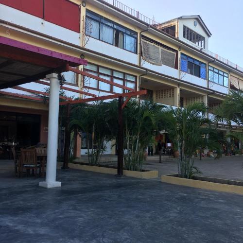 Qua Bruce Apartment