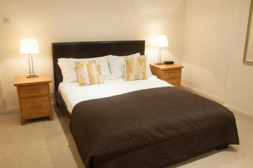 A bed or beds in a room at Clarendon House & Gardens